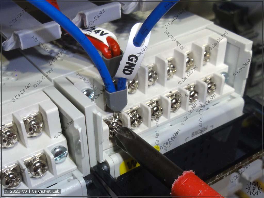Винтовые клеммы для подключения модулей ОВЕН принимают отвёртки PH2