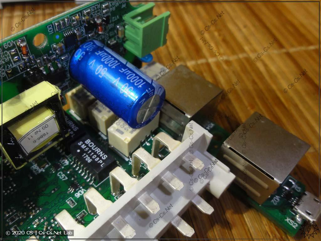 Обвязка Ethernet модулей ОВЕН Мх210. Видны реле, которые соединяют Eth 1 + Eth 2, если питание модуля пропало