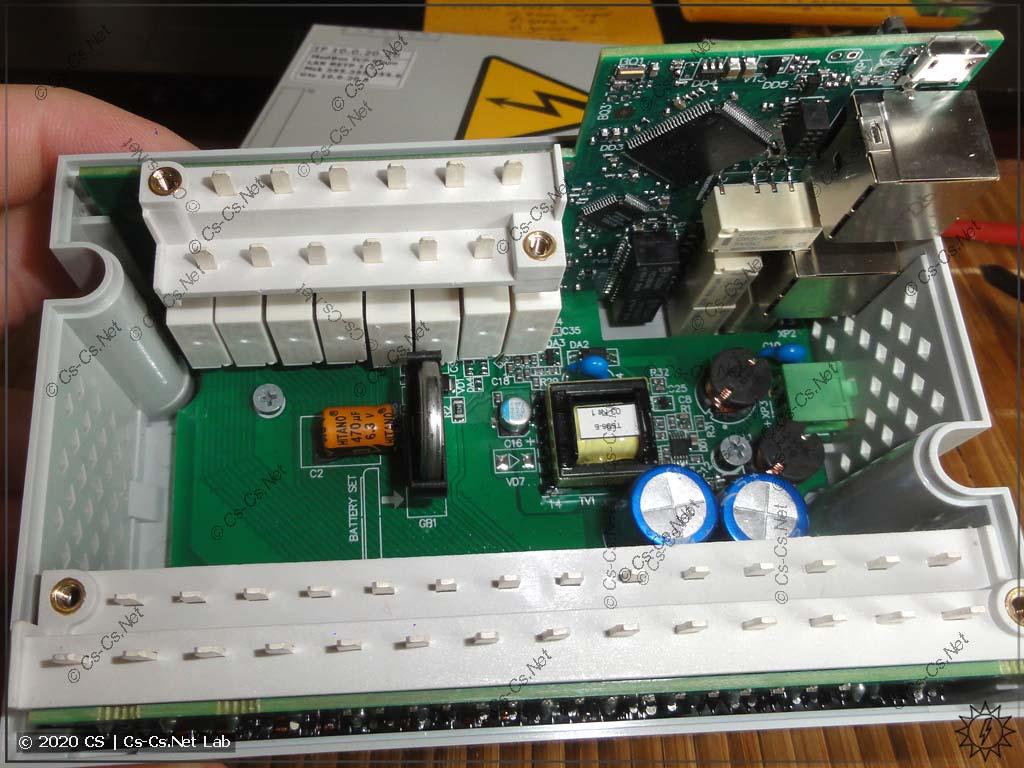 Модуль ОВЕН Мх210 МУ210-403: внутренности состоят из трёх плат, установленных буквой U