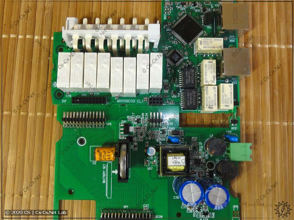 Модуль ОВЕН Мх210 МУ210-403: процессорная плата, на которой также смонтировано несколько выходных каналов модуля