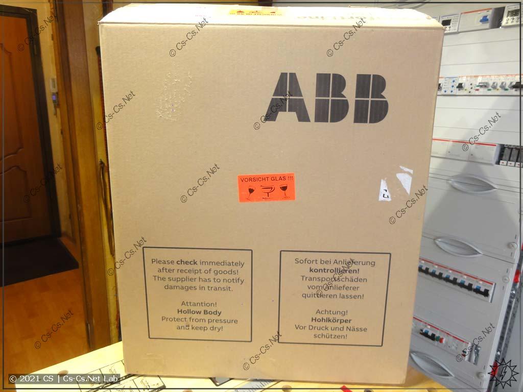Упаковочная коробка щита ABB ComfortLine CA (вид спереди)