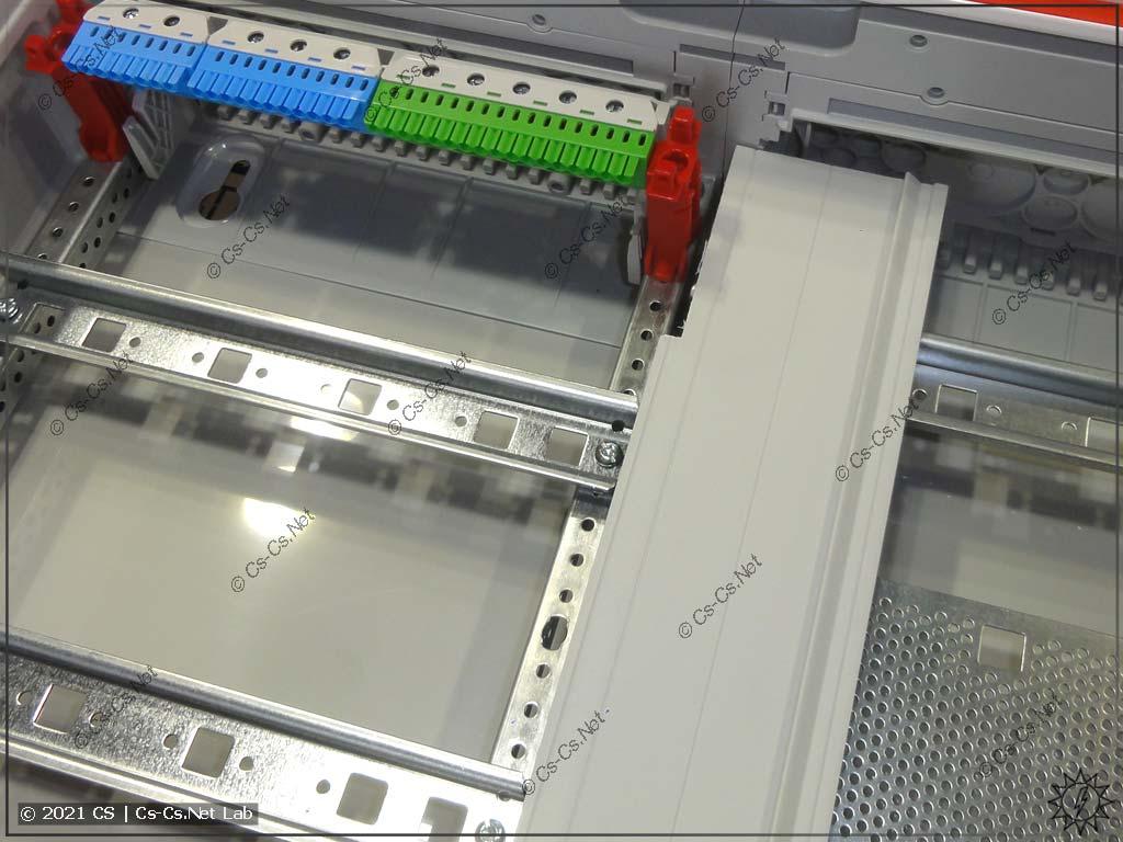 Защитная перегородка CombiLine (CZBxx) для разделения панелей между собой