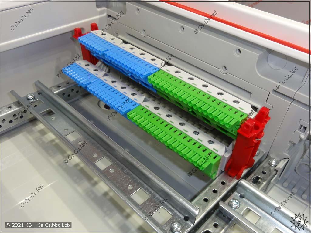 Держатель шинок ZK19 с двумя рядами установлен в корпус ABB ComfortLine CA (выглядит классно)
