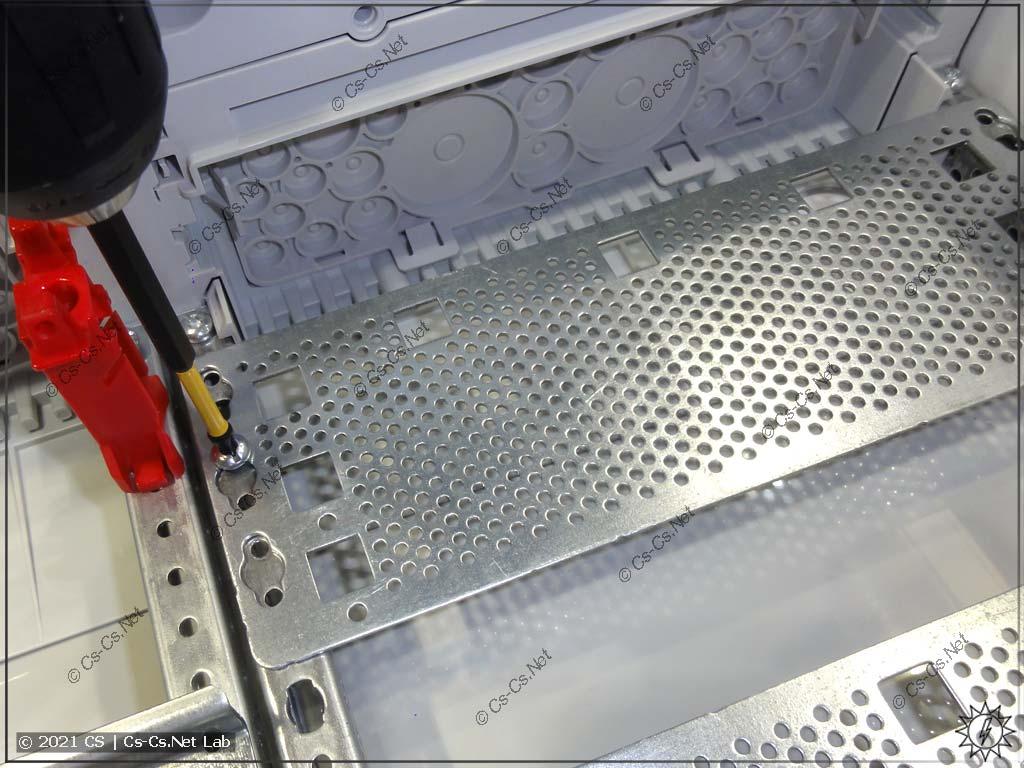 Секция панели для установки оборудования СКС/Мультимедиа в щитах ABB (ComfortLine, UK600)