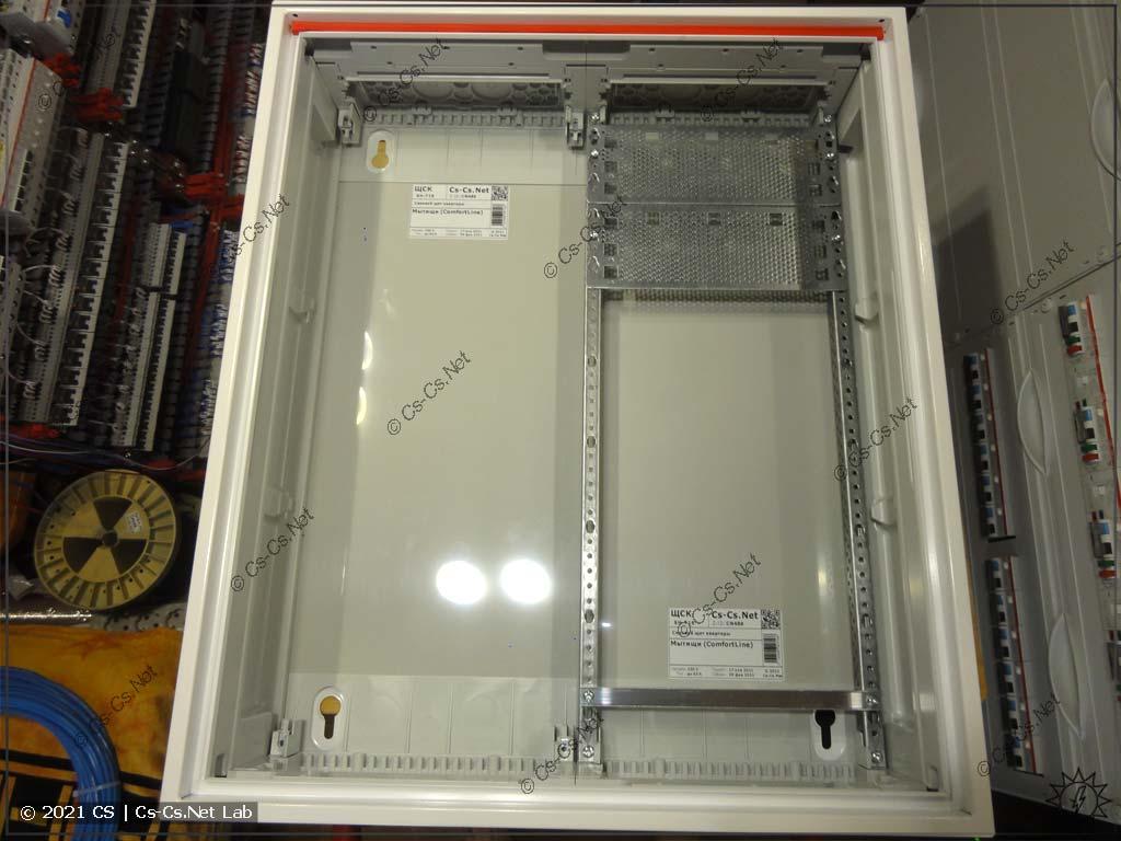 Сборка щита в Мытищи (ABB CA24VMW): Оставлено место для UPS, корпус готов к установке рамы с модулькой