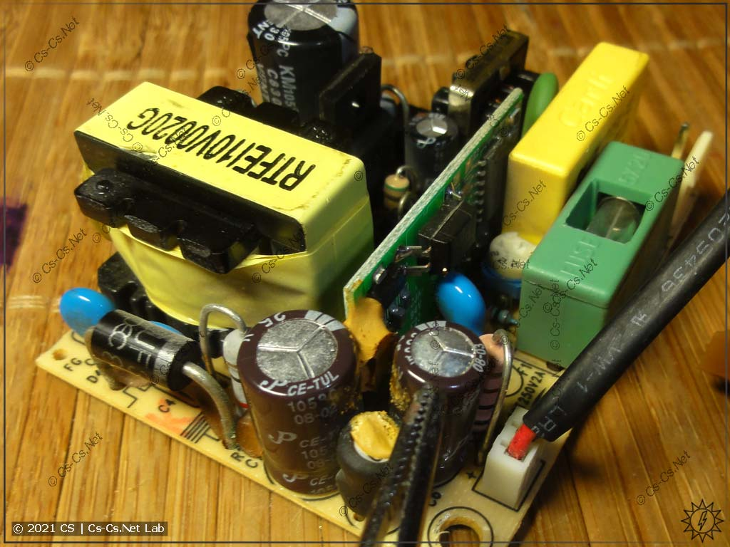 Блок питания домофона Commax DPV со вспухшими конденсаторами