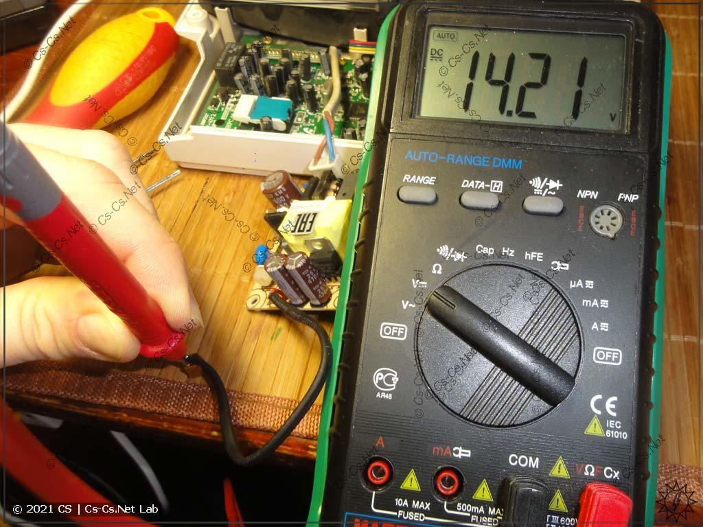 Настраиваем блок питания Mean Well EPS-15-15 на напряжение 14 Вольт (для работы Commax DPV)