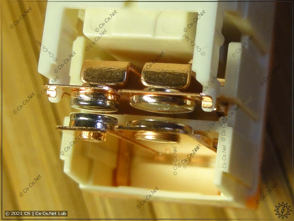 Устройство реле RTS3Txxx с двойным контактом, стойким к стартовым токам (W pre-make + AgSnO2): двойной контакт разомкнут