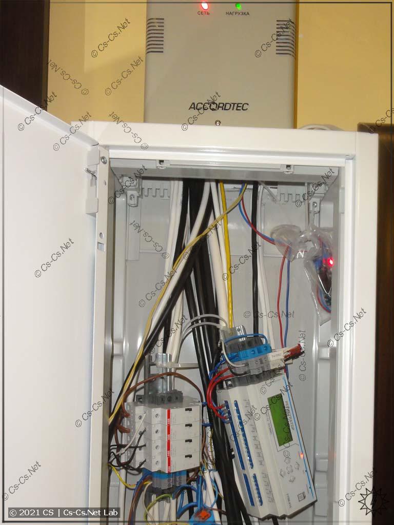 Регистратор НоваТек РПМ-416, быстро установленный в недоделанный щиток для мониторинга