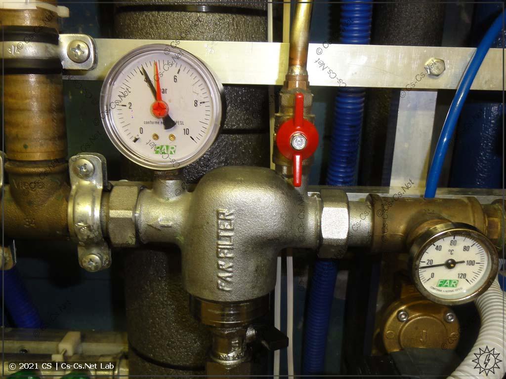 Датчики давления подключаются через кран ко входу фильтра Far вместо манометра